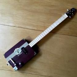 CigarBox Guitar STLouis 4 cordes Avo Uvezian