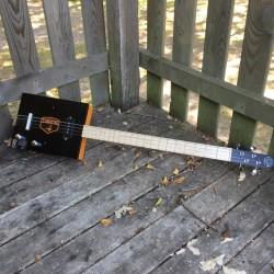CigarBox Guitar STLouis 4 cordes Camacho