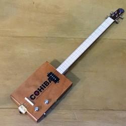 Cigar box guitar 4 cordes StLouis Cohiba micro 4 plots